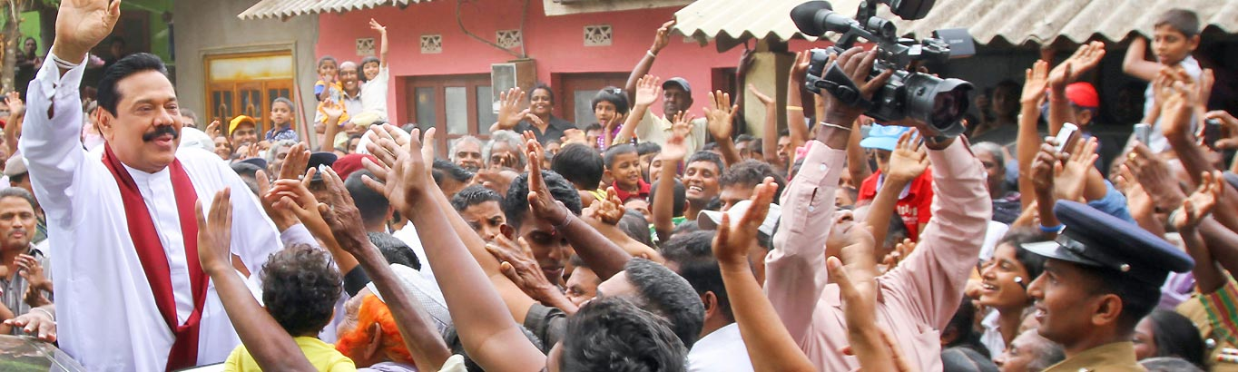mahinda-rajapaksa-meets-people